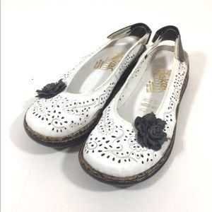 Risked Women's White Floral Flats